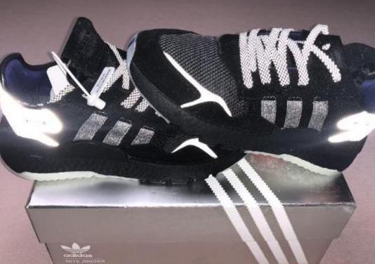Zapatos adidas deportivos con caja