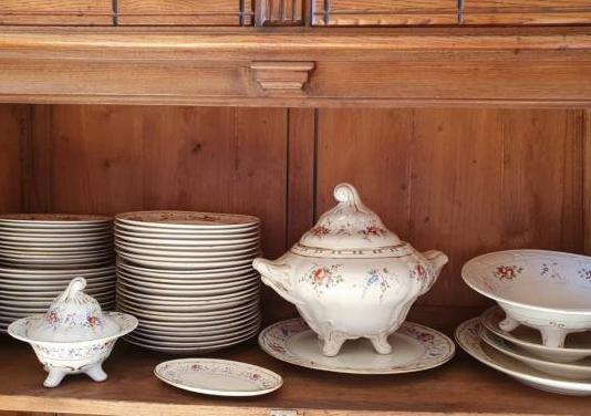 Vajilla de porcelana antigua