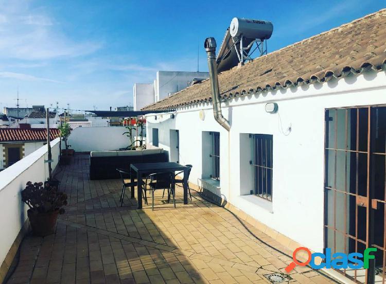 ¡¡¡precioso ático en pleno centro con 2 habitaciones, 90 m de terraza, garaje y trastero!!!