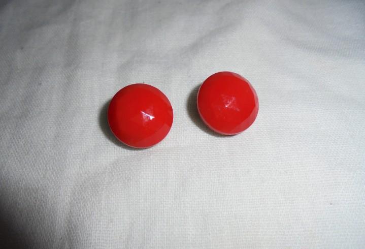 Antiguos pendientes rojos de cristal