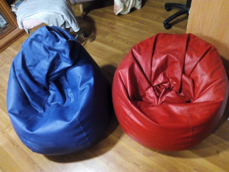 Dos puff pera uno rojo y otro azul .no se usan el