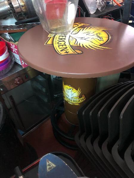 Mesa alta estilo barrica
