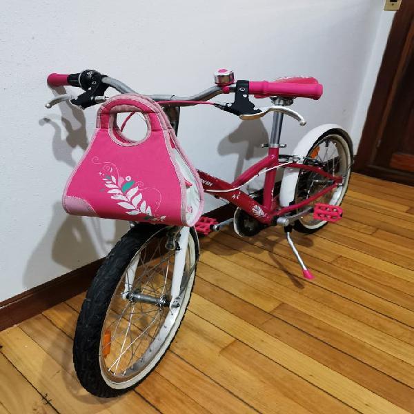 Bici de niña muy bien cuidada