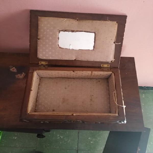Caja de madera de mediados de siglo