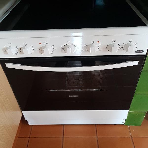 Cocina vitro y horno nueva!