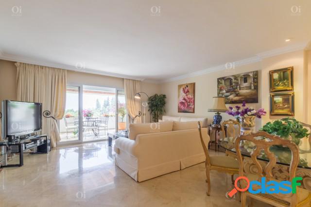 Apartamento en venta en La Milla de Oro, Marbella, Málaga