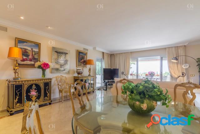 Apartamento en venta en La Milla de Oro, Marbella, Málaga 3