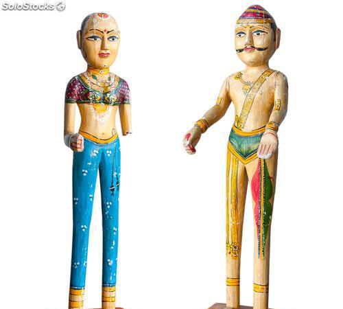 Matrimonio de estatuas antiguas en madera pintadas a mano