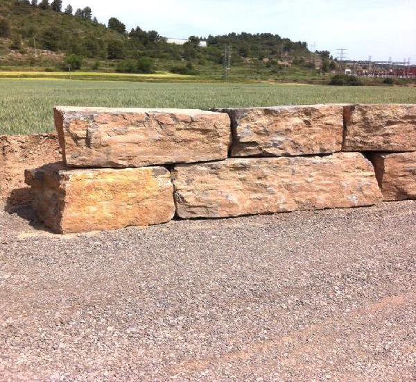 Muros de piedra natural en tarragona