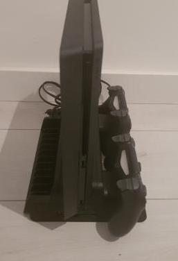 Ps4 nueva,2 juegos,2 mandos y ventilador