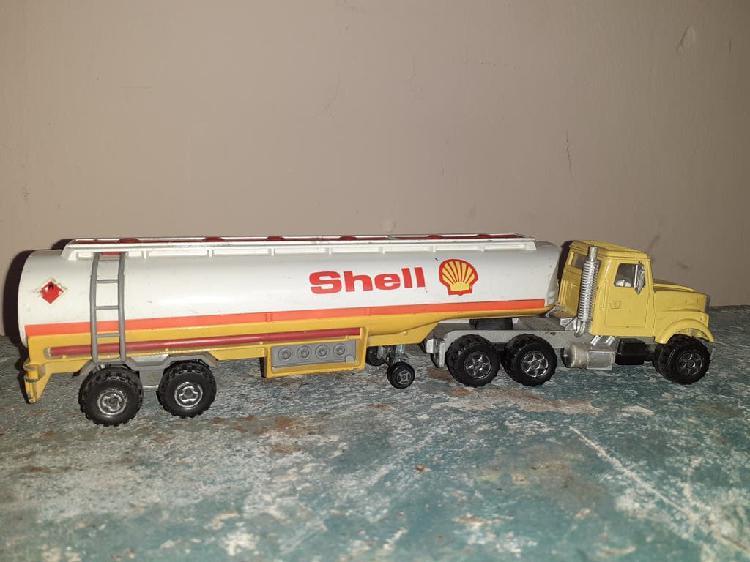 Camión cisterna marca shell
