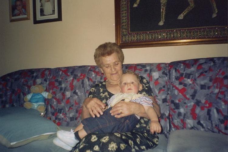 Mujer española 43 años aux. de clinica