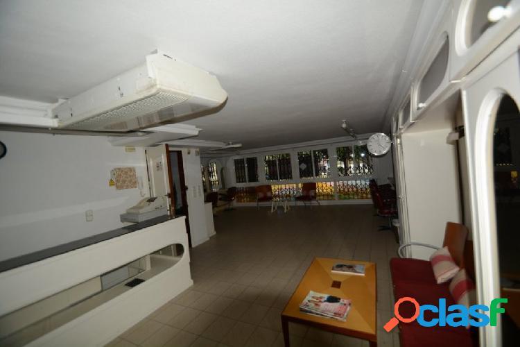 Alquiler amplio local comercial en pleno centro de orihuela, 230 m2. construidos.