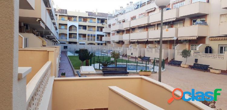 Apartamento con dos garajes y piscina