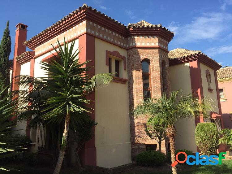Exclusive - producto de banco. preciosa casa en capellanía, con cuatro dormitorios y 4 baños