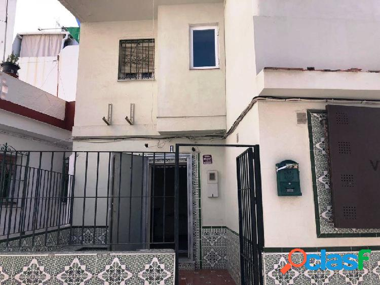 Oportunidad bancaria - casa adosada de dos plantas en el casco urbano de san pedro