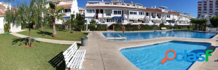 Dúplex en venta en torrox costa, 2 dormitorios, solarium y vistas al mar, pueblo andaluz