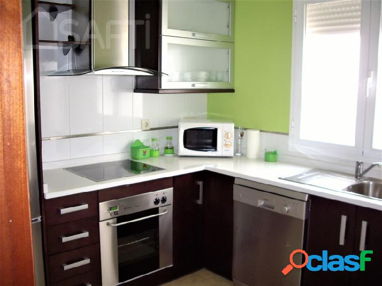 Se vende piso con patio, exterior y y con plaza de garaje en zona residencial