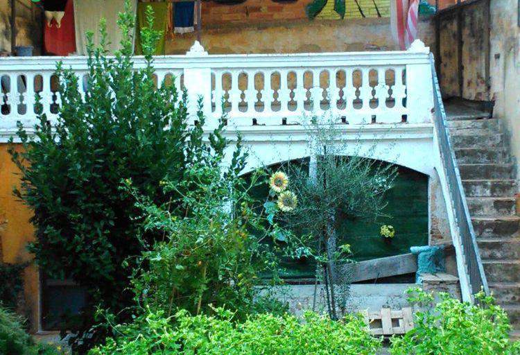 Venta de casa con patio interior en barcelona