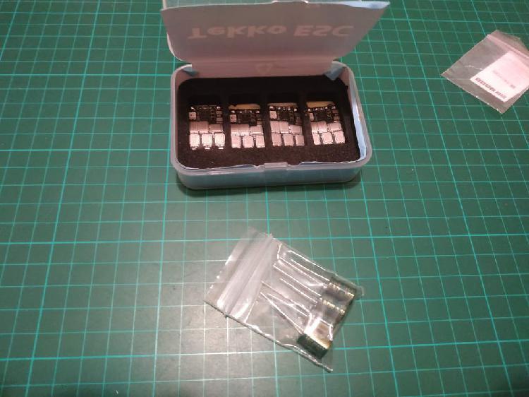 4 esc hollybro tekko32 f3 de 60a
