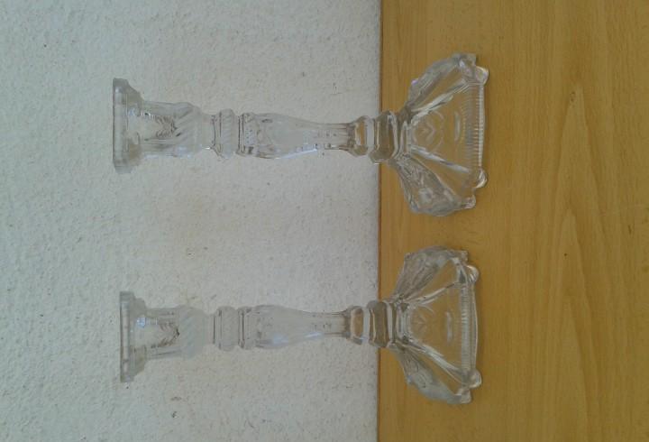 2 candelabros porta velas en cristal prensado