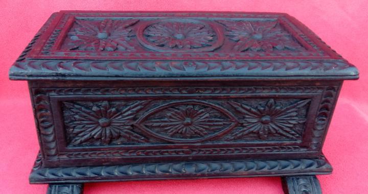 Caja, cajita o joyero antigua s. xix en madera de roble.