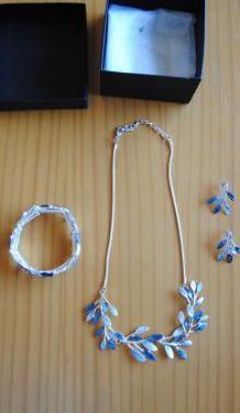 Conjunto de collar, pulsera y pendientes