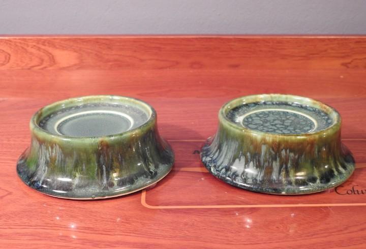 Peanas de porcelana verde no incluye los jarrones