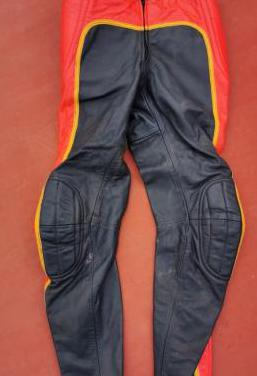 Pantalón de piel acolchado