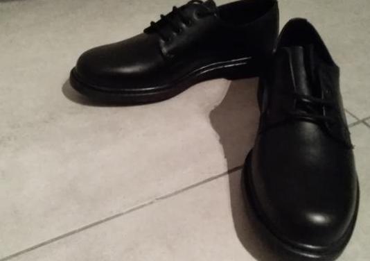 Zapatos hombre nuevos. zapatos antiolor