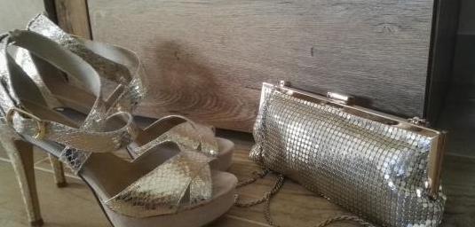 Zapatos y bolso de fiesta