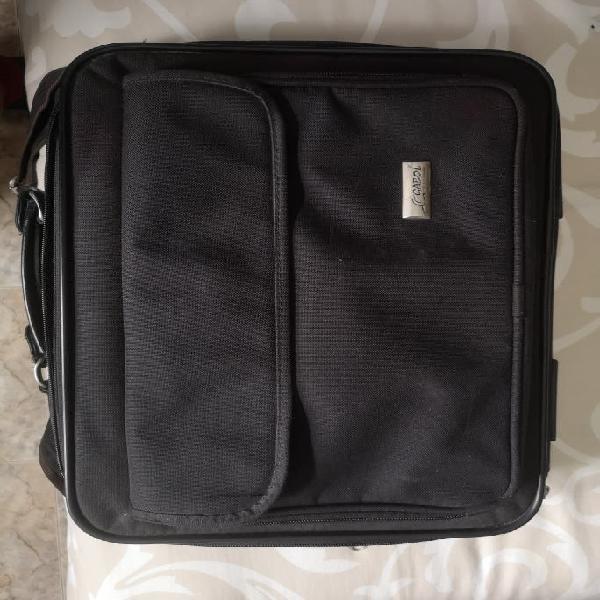 Portatil compac con maletin