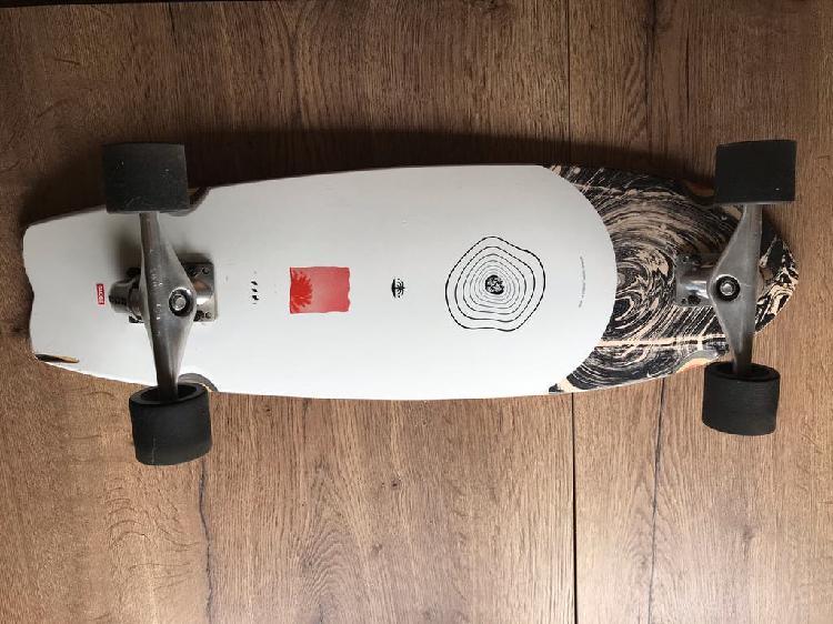Surf skate globe.