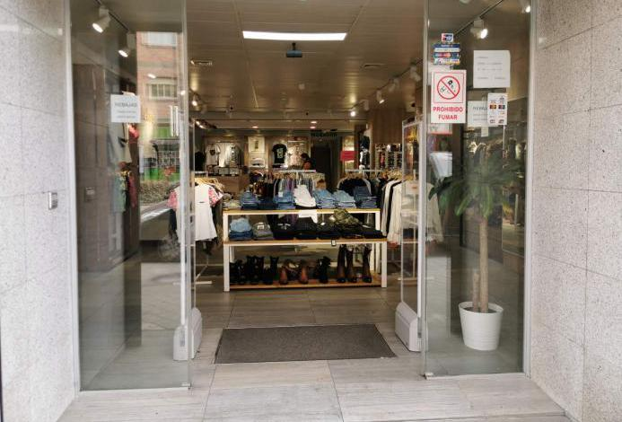 Tienda de ropa y complementos de mujer y hombre