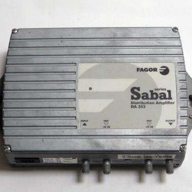 Dos amplificadores-distribuidores via retorno