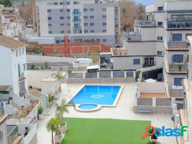 Impresionante piso con piscina y zonas comunitarias
