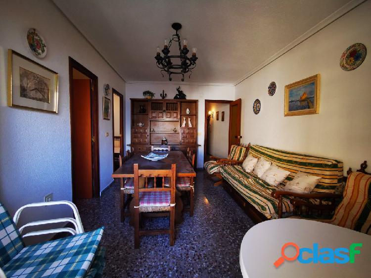 Apartamento con dos dormitorios y garaje incluido a pocos metros de la playa del cura