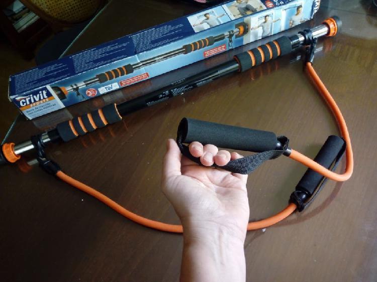 Barra de dominadas con cintas elasticas