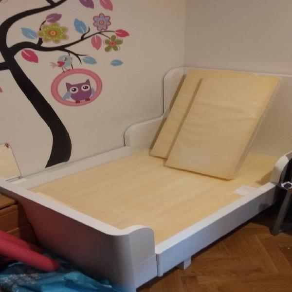 Cama infantil y colchón ikea
