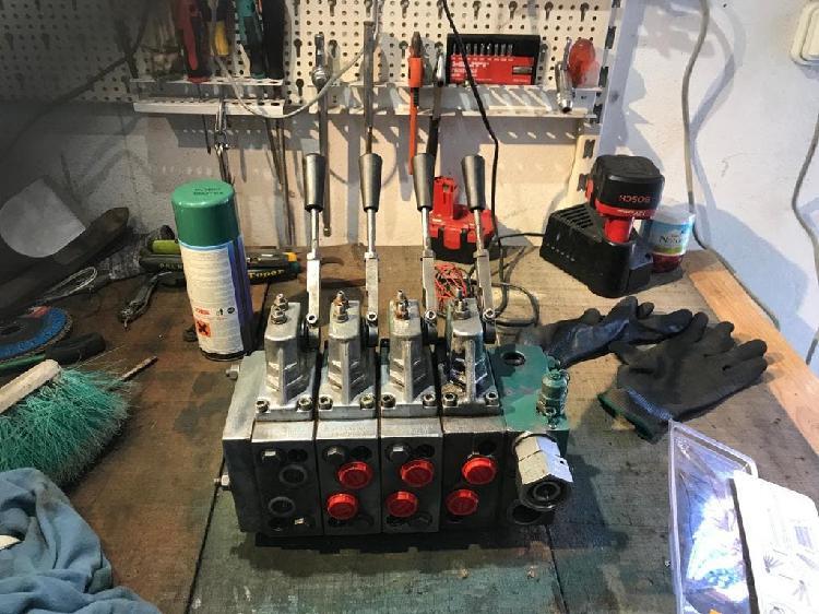 Distribuidor idraulico perfecto estado