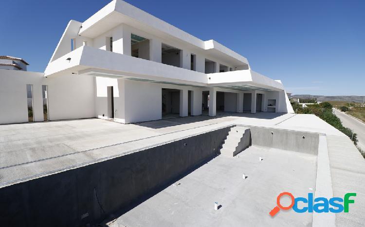 Nueva villa moderna en venta e
