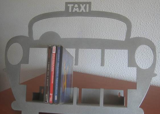 Taxi portacd en metal gris. 20cd´s, de la firma italiana