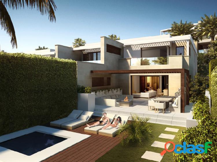Exclusivo bungalow - villa adosada de 3 habitaciones en la nueva milla de oro de estepona, a pie de playa.