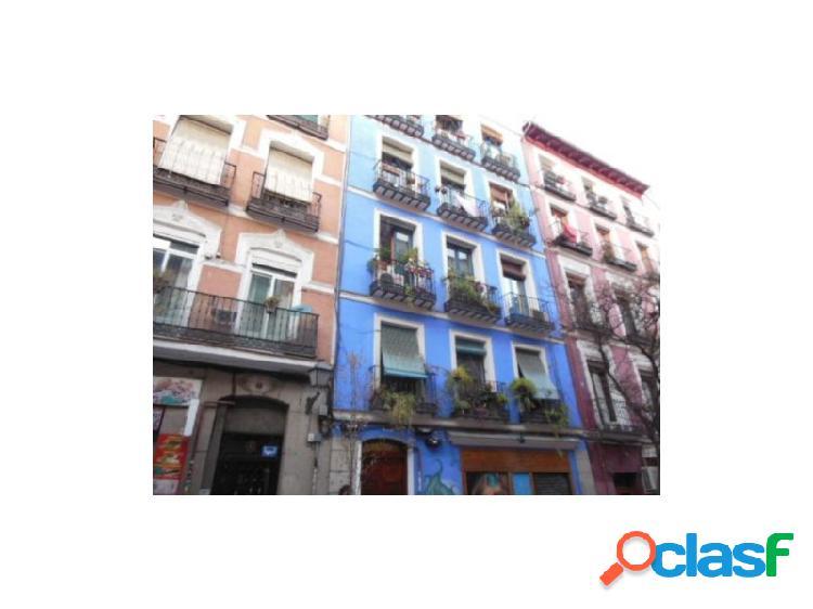 Quieres vivir en el centro de madrid, esta es tu casa con patio de uso exclusivo