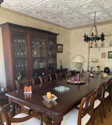 Muebles salón madera noble