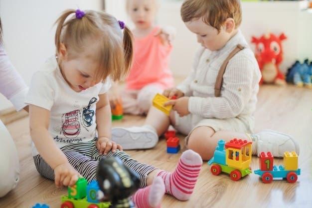 Confinament: cangur i classes. babysitter.