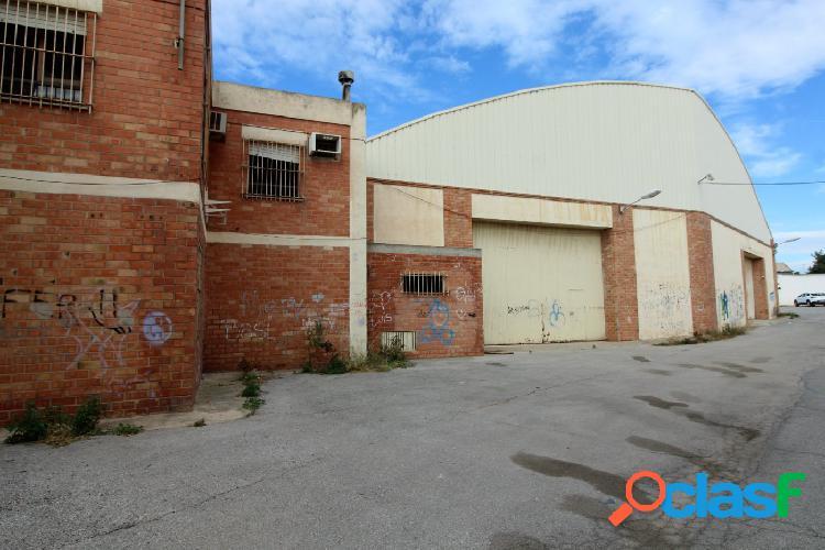 Nave industrial diáfana sobre parcela de 9.256 m²