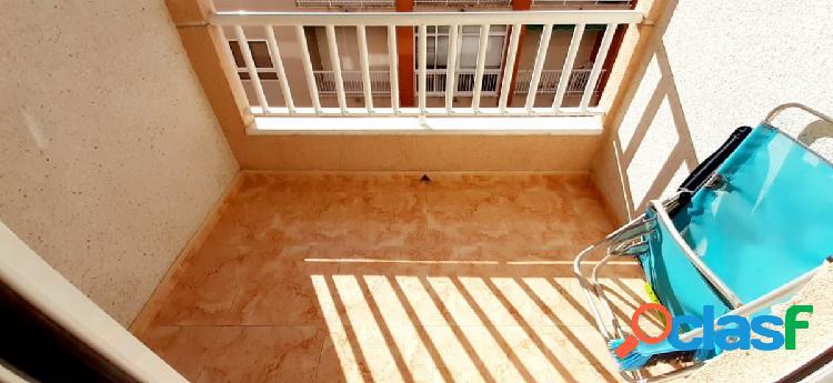 Apartamento con dos dormitorios, bastante soleado y luminoso