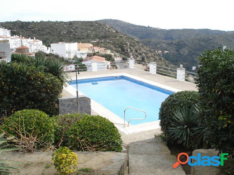 Apartamento con vista al mar y piscina comunitaria en roses