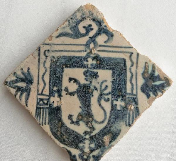 Azulejo poblet. cerámica esmaltada. escudo abad juan payo